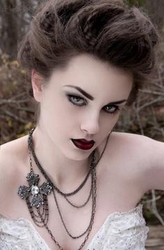 gotik göz makyajı