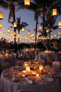 açık hava düğünü için masa süsleme