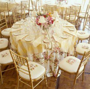 romantik masa süsleme fikirleri