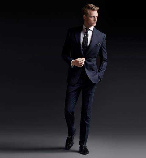 d5cf99bb759aa ... Extreme Lux koleksiyonu ile. Esas olarak 3 parçalı, ince çizgili bir  lacivert takım elbise modelinin yer aldığı bu koleksiyonda bu takımla ...