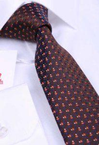 puantiyeli kahverengi kravat