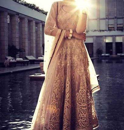 nakışlı Hint elbisesi